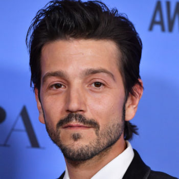Diego Luna spoke Spanish while presenting at the Golden Globes, and this is why it's SO important