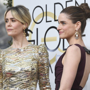 Sarah Paulson and Amanda Peet are total #FriendshipGoals on the Golden Globes red carpet