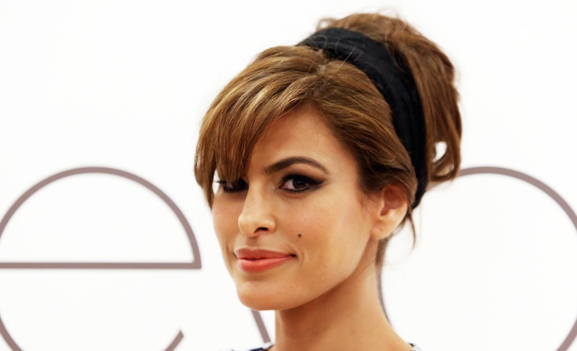 Eva Mendes gave a super subtle shout out to Ryan Gosling after his Golden Globes acceptance speech, and we love her chill