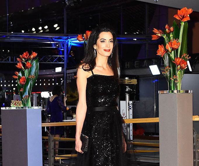Amal Clooney mixed two completely different floral patterns, looks like a modern Mother Nature