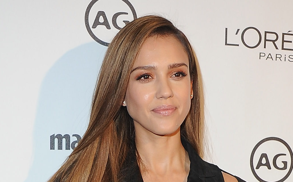 Jessica Alba updates the pantsuit for 2017 with some fabulously chic cutouts