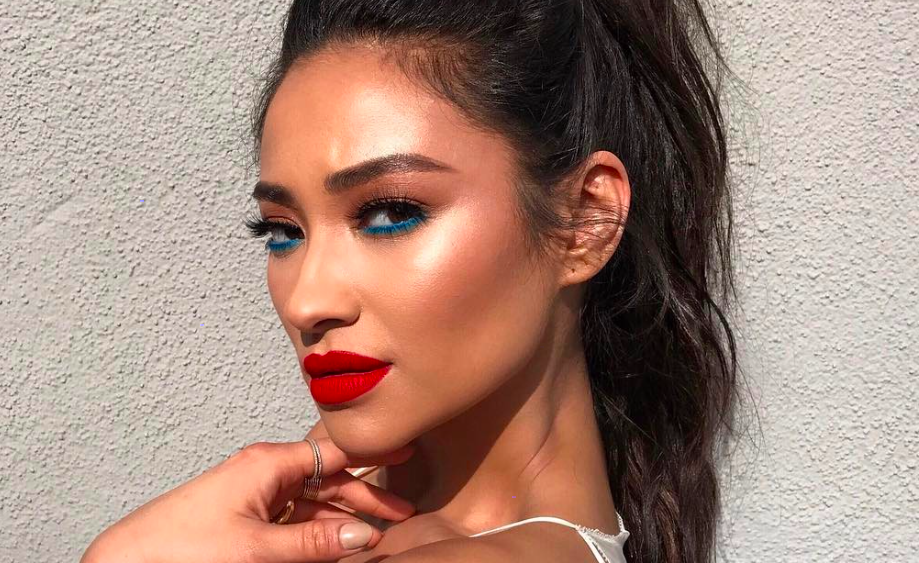 Shay Mitchell stuns in blue eyeliner at her Smashbox collaboration brunch, and we need to recreate her look ASAP