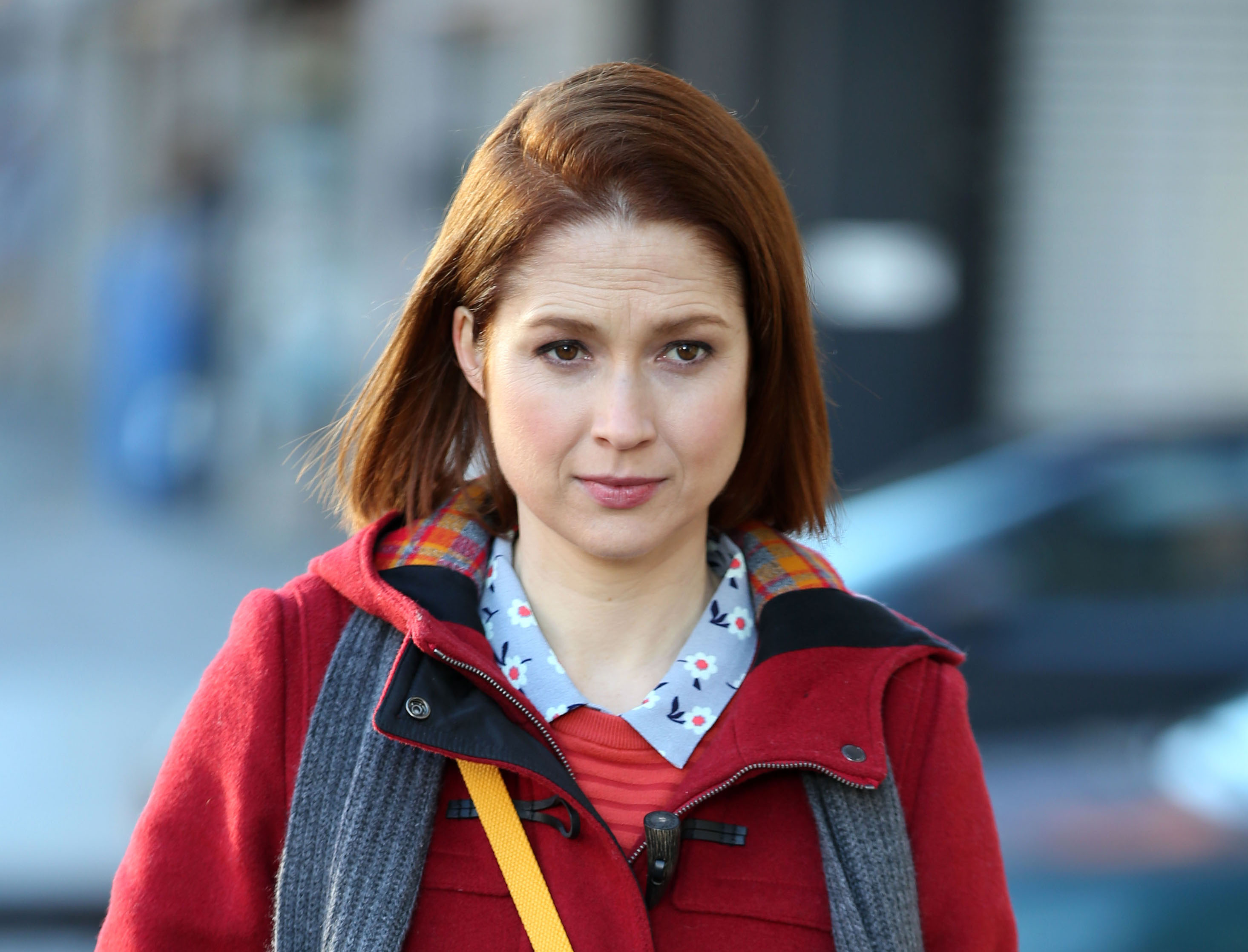 "This pic of Ellie Kemper filming ""Unbreakable Kimmy Schmidt"" reveals a HUGE detail for Season 3"