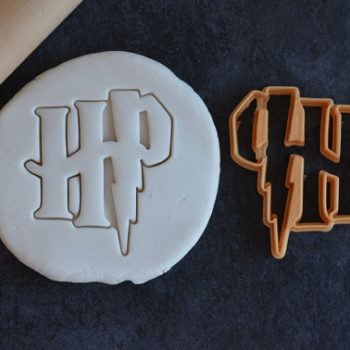 "Etsy has amazing ""Harry Potter"" cookie cutters, and we need all of them"