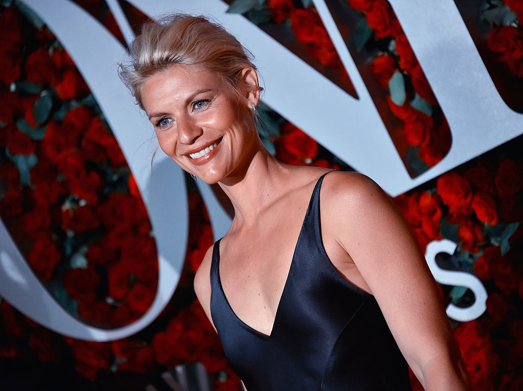"""Claire Danes' dress on """"The Tonight Show"""" is our Valentine's Day dream come true"""