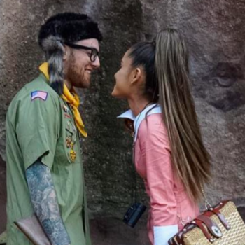 Fans think this ring Ariana Grande keeps wearing on ~that~ finger is an engagement ring