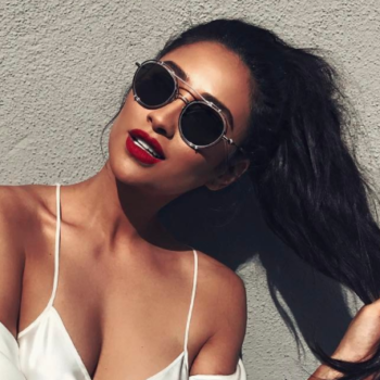 Shay Mitchell's casual airplane look is giving us major vintage vibes