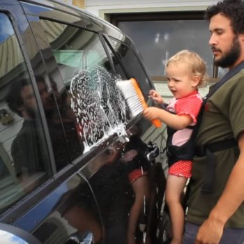 This dad and his baby washed a car together, and it went surprisingly well