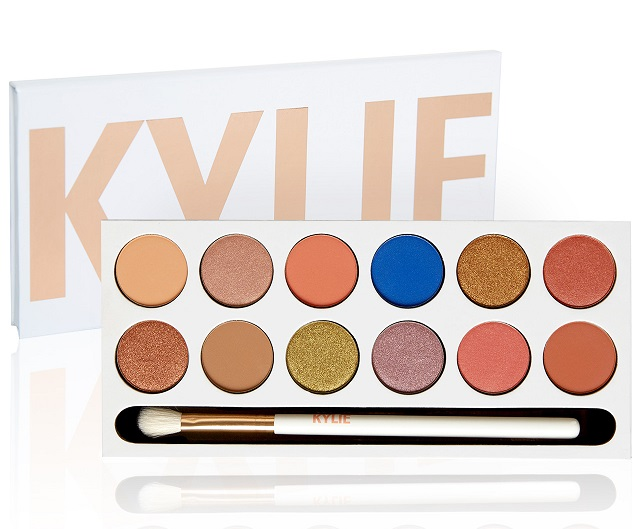 Kylie Jenner is blessing us with a restock of the Royal Peach palette