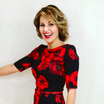 Candace Cameron Bure dyed her hair a shiny reddish brown and it's our new winter inspo
