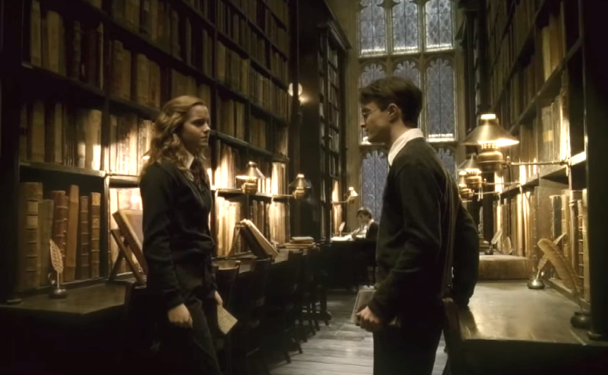 "Warning: This ""Harry Potter"" behind-the-scenes photo removes some of the magic of Hogwarts"