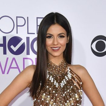 Victoria Justice is a glittery flapper girl from a Fitzgerald novel at People's Choice Awards