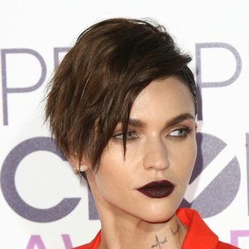 Ruby Rose's orange-rad pantsuit at the People's Choice Awards is fire, but really we just want her goth lipstick