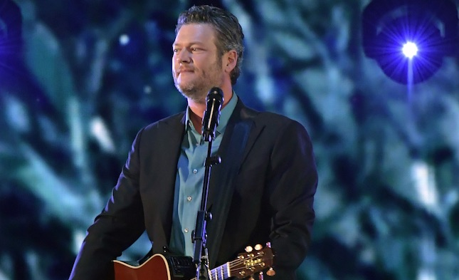 Watch Blake Shelton's performance at the 2017 People's Choice Awards here