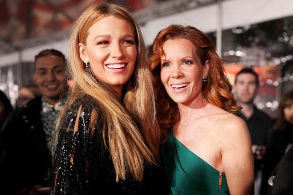 Blake Lively took her sister as her People's Choice Awards date because #girlpower