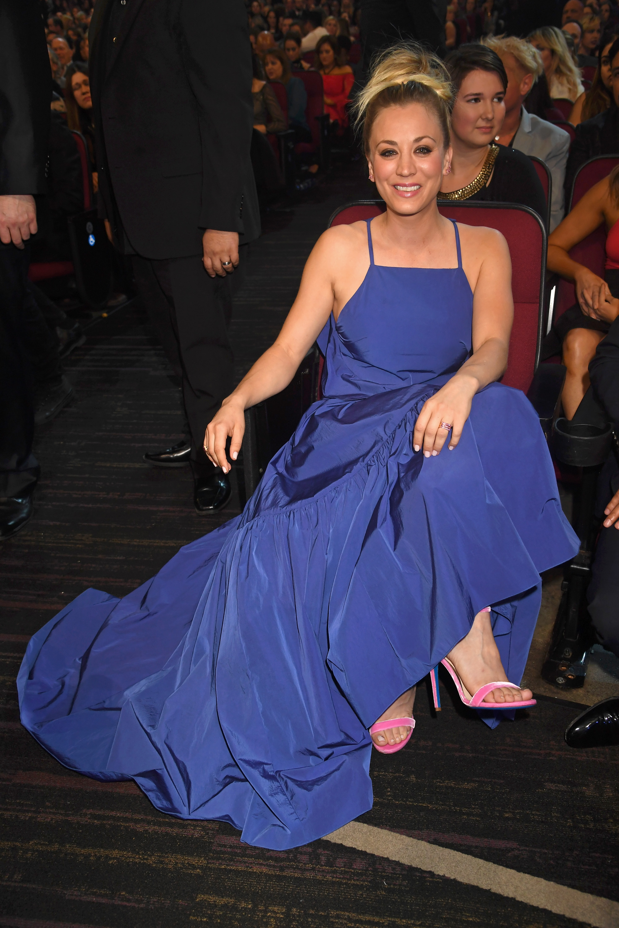 Spring 2017 fashion colors - Kaley Cuoco Wore One Of Our All Time Favorite Color Combos