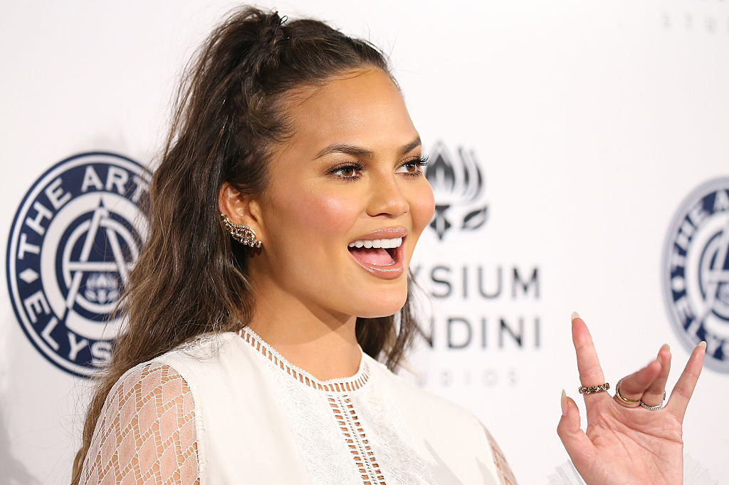 Chrissy Teigen's one word reaction to her stretch marks proves brevity is the soul of wit