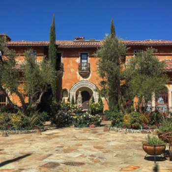 "Here's the family who actually lives in ""The Bachelor"" mansion"