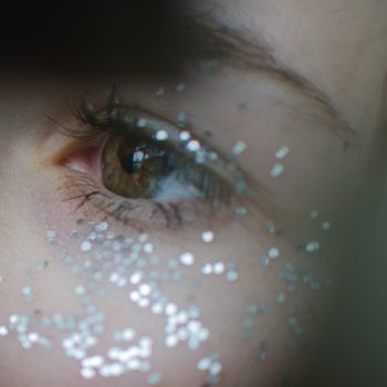 "Stop everything: ""Glitter concealer"" might be the greatest make-up hack of all time"