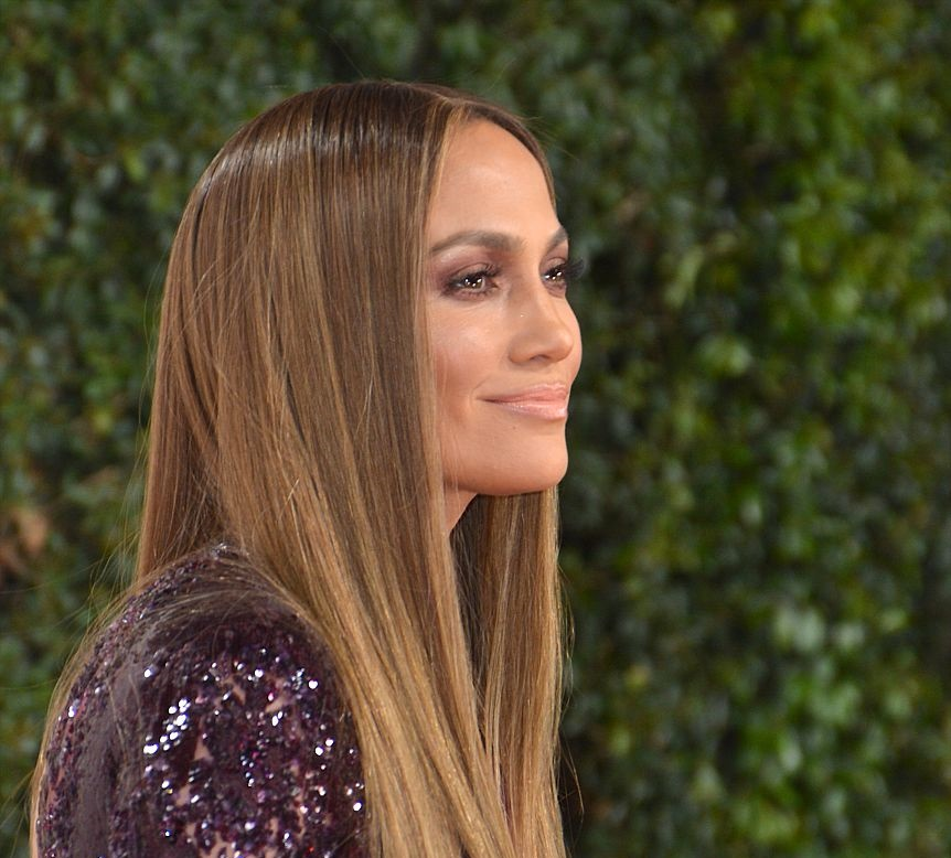 This picture of Jennifer Lopez kissing her twins is making us melt