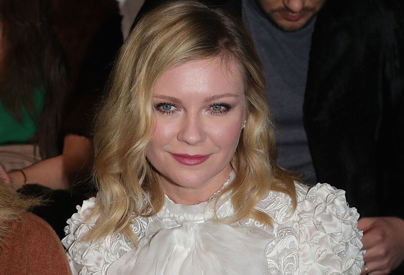 Kirsten Dunst just showed off her engagement ring and it is breathtakingly simple