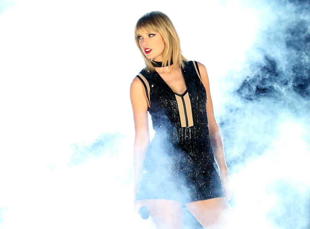 "Taylor Swift just teased her sexy ""Fifty Shades"" music video with Zayn Malik, and we're swooning"