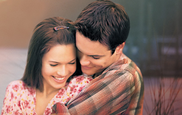 "Mandy Moore talks about falling in love with Shane West in ""A Walk to Remember"""