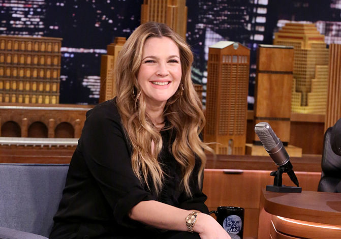 Drew Barrymore proved she's a lipstick pro in this intense Jimmy Fallon challenge