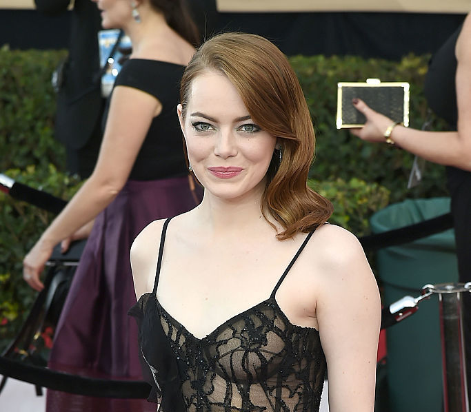 The dress Emma Stone wore to the SAG Awards is covered in lily pads, she looks like the prettiest pond