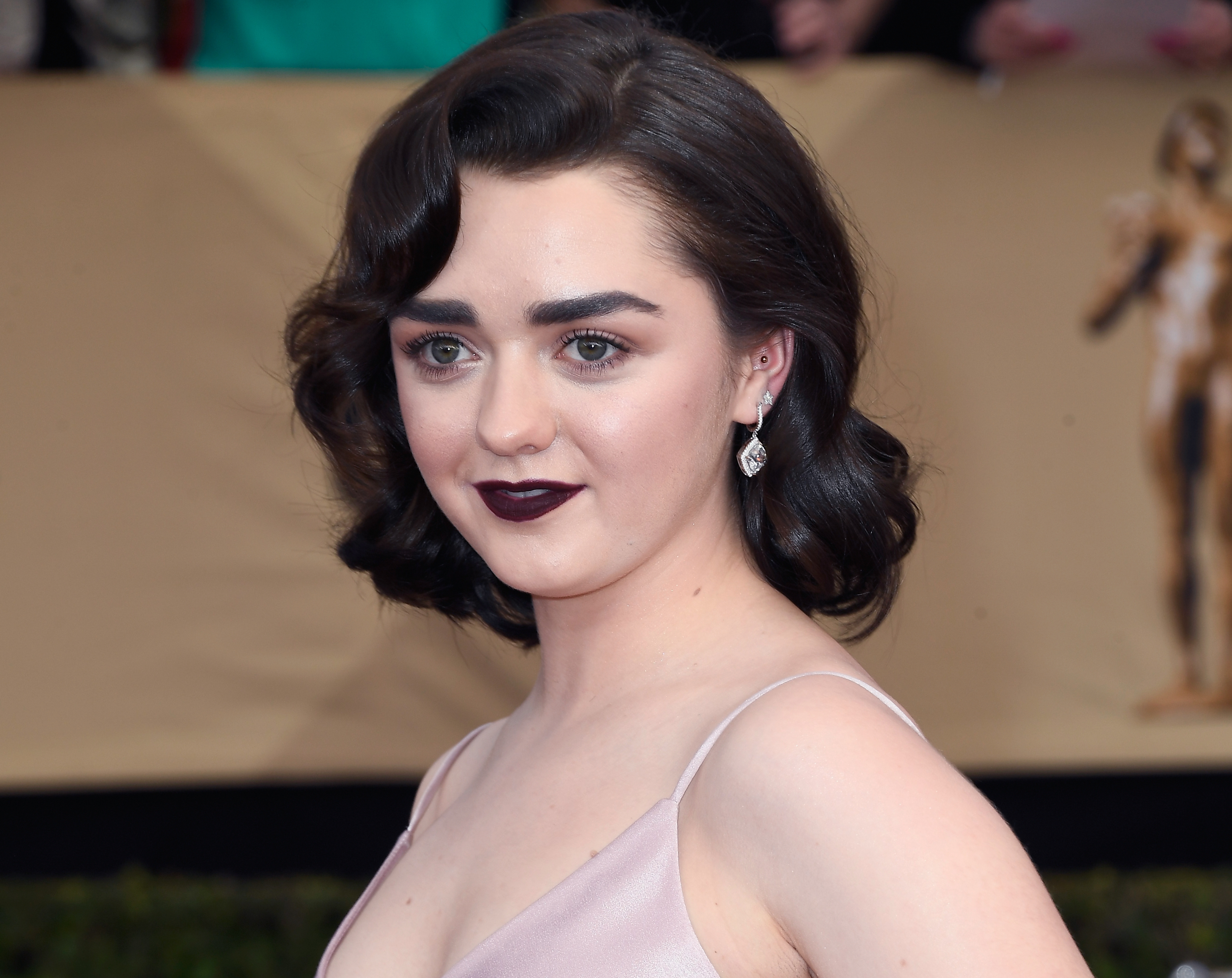 Maisie Williams' stellar studs prove she is a STAR, dahling