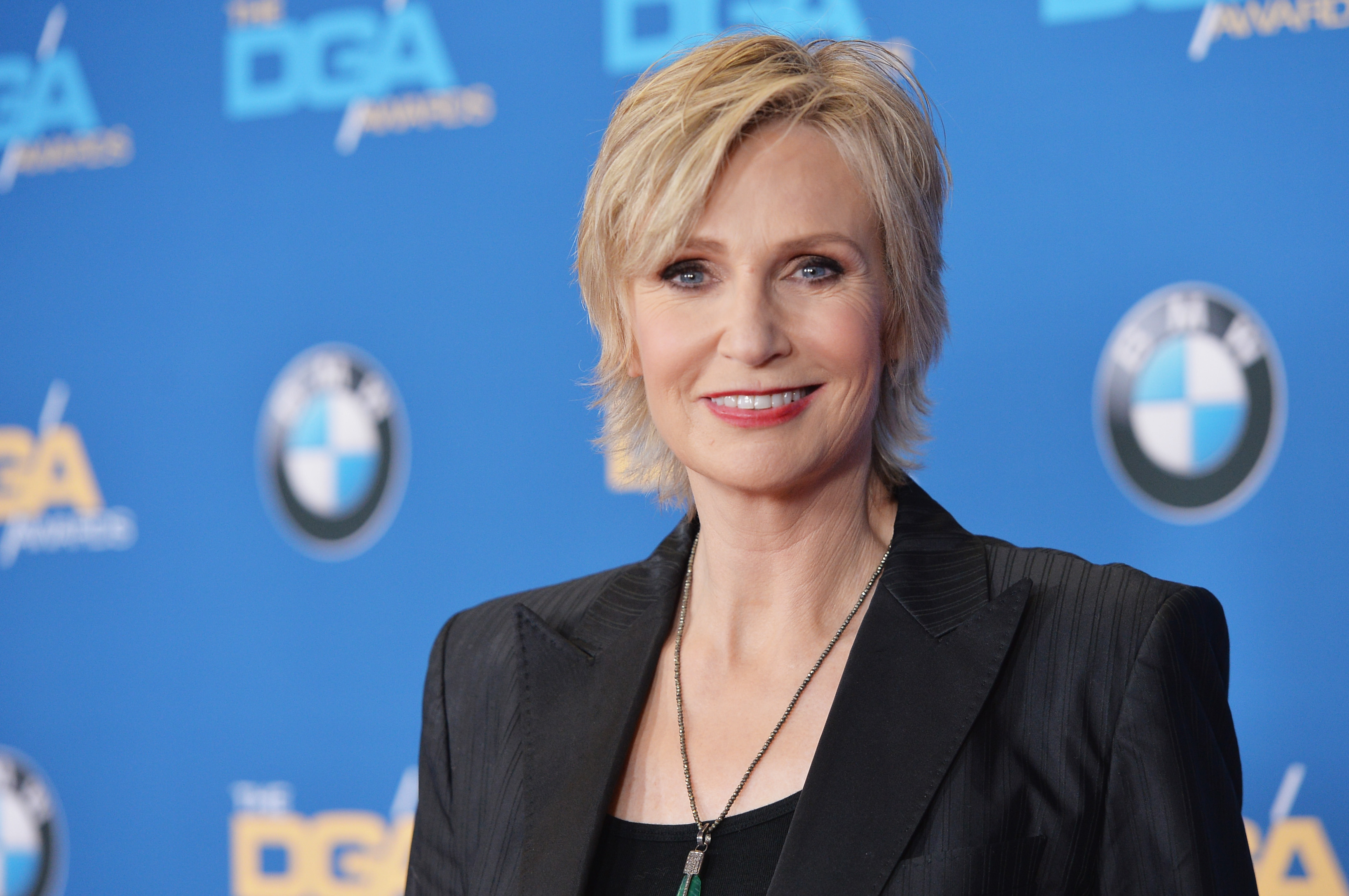 Jane Lynch responded to a Twitter troll in the most Jane Lynch way possible, and we love her for it