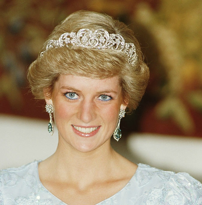 Princess Diana's 'Swan Lake' necklace just went on our fantasy wish list