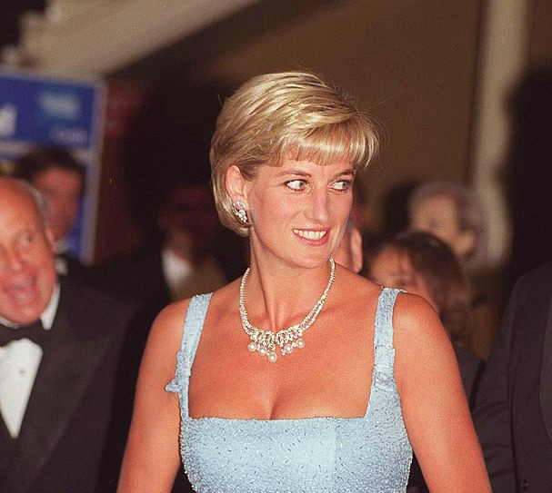 Now we know: This is how Princess Diana's iconic '90s hairstyle came about