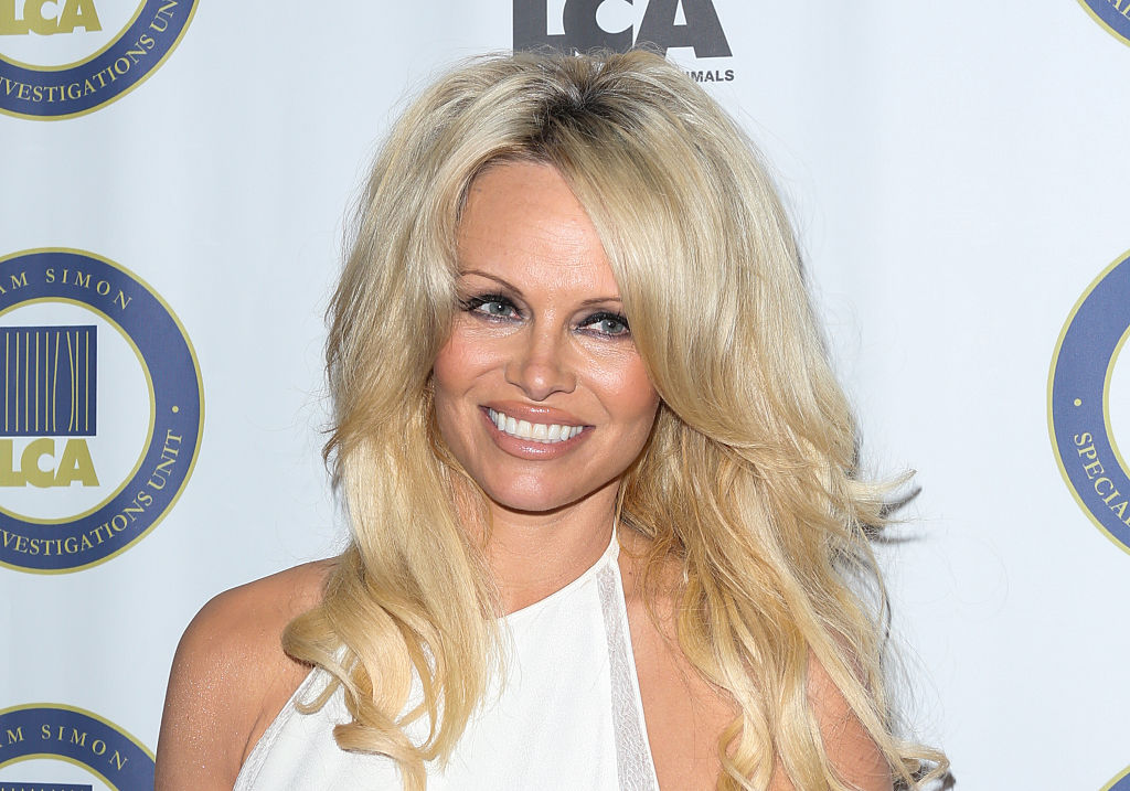 Pamela Anderson's minimal makeup is a totally new look for her, and she looks stunning