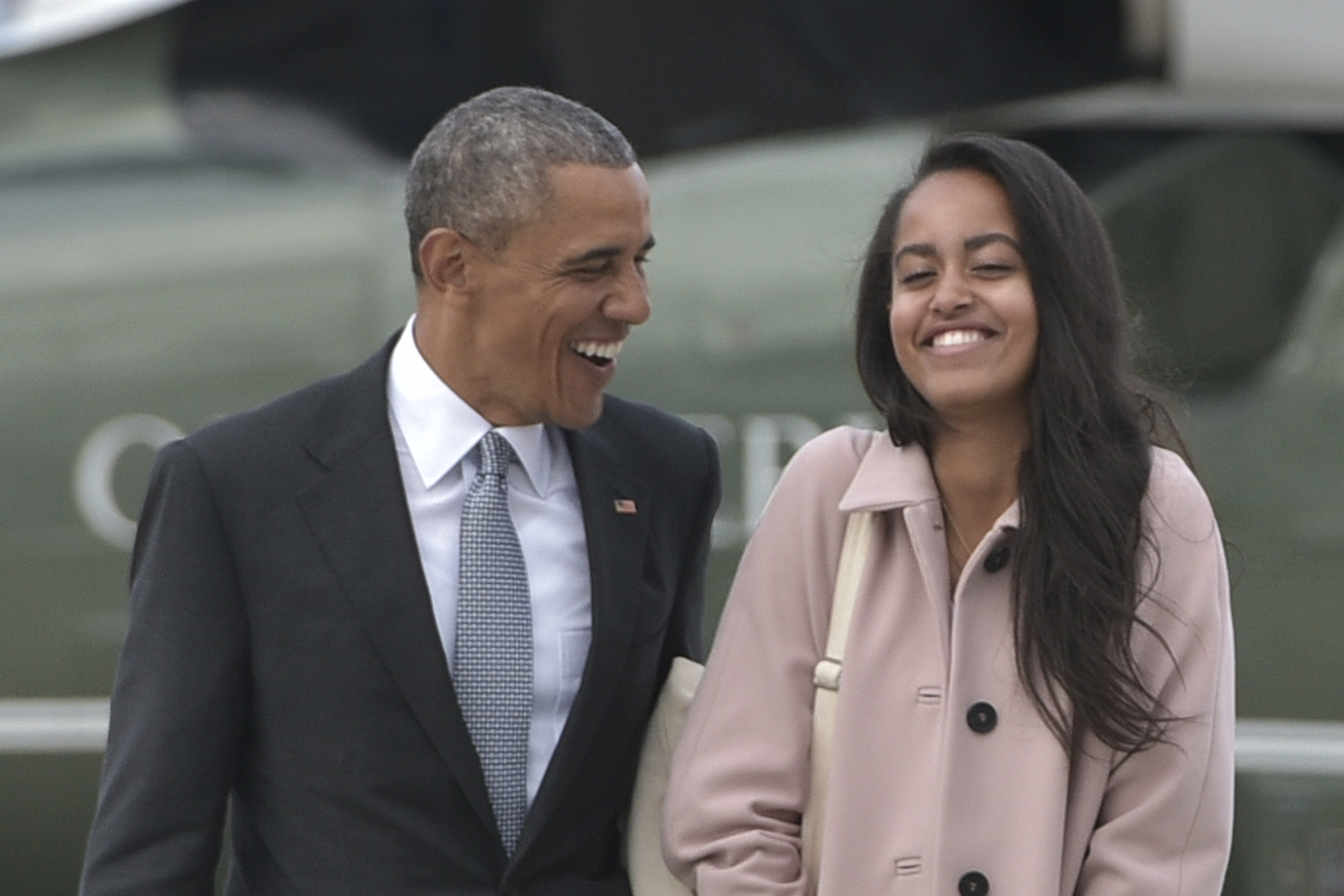 "Malia Obama totally nailed the ""mom jeans"" look for the first day of her big NYC internship"