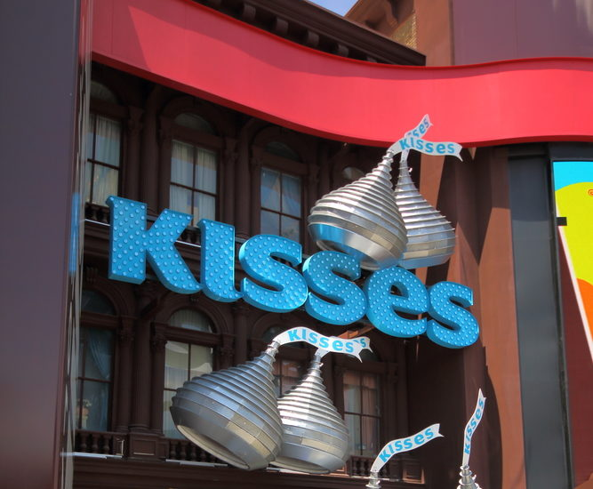 Hersheys Kisses now come in a white cookie cupcake flavor, and they look adorable, too