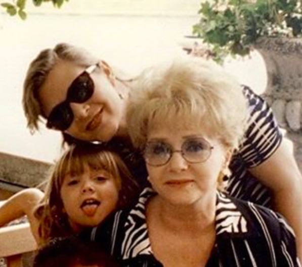 Billie Lourd just posted a beautiful update on how she's doing after losing her mom and grandma