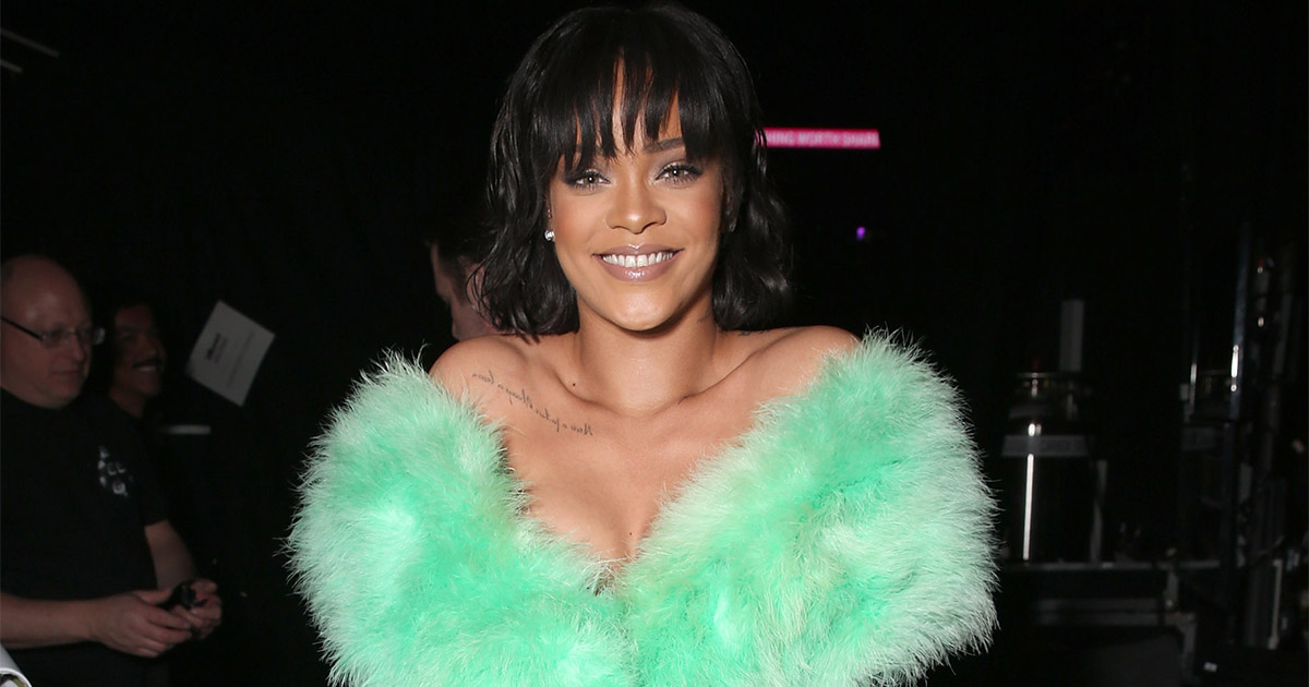PSA: Rihanna has green hair now, because she can rock anything
