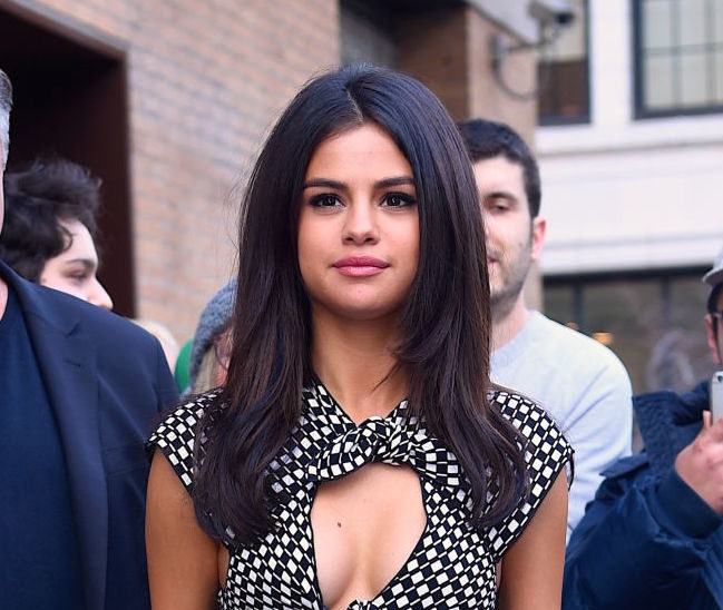 Selena Gomez's long white coat transformed her into a chic ice queen