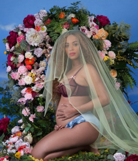 Right before the Grammys, Beyoncé released this epic photoshoot with her mom and daughter