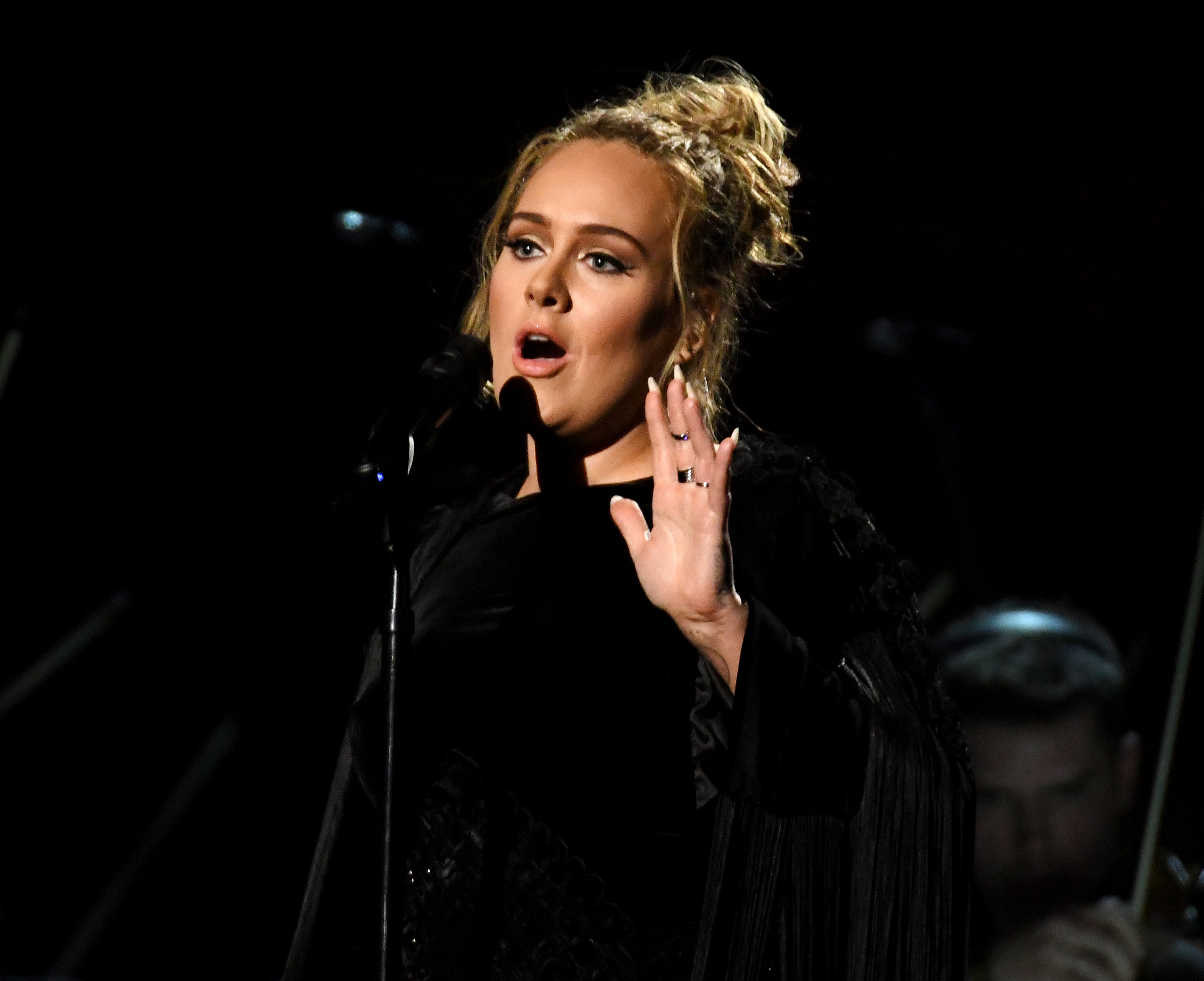 Adele paused and started over her Grammys performance like the total perfectionist boss she is