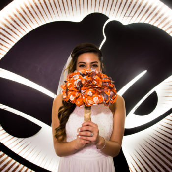 You can now have a Taco Bell wedding, because nothing says true love like a bouquet of hot sauce