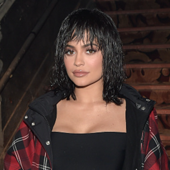 Omigod the Kylie Jenner pop-up in NY was so popular that the crowds shut down the streets