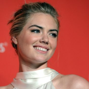 """Kate Upton rocks what may just be a rope on the cover of """"Sports Illustrated"""" Swimsuit Edition"""