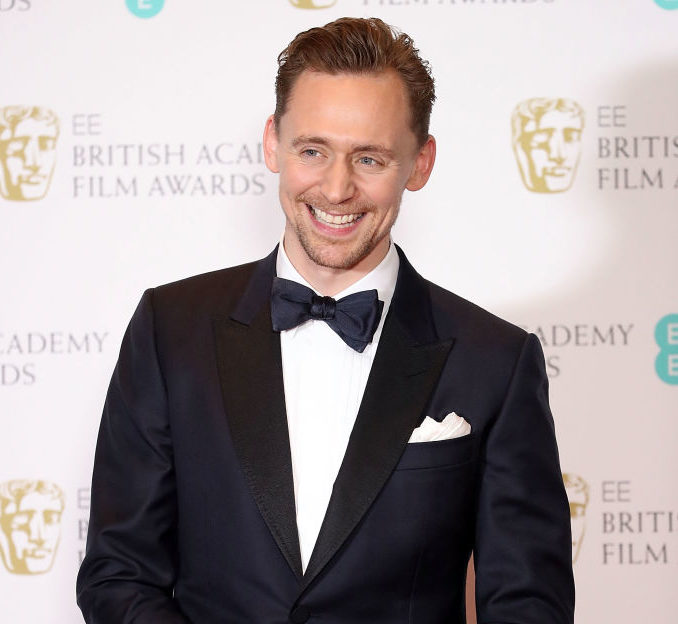 We cannot count the number of celebs in this selfie Tom Hiddleston shared