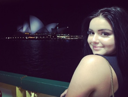 """Ariel Winter poses with a wallaby while making a """"Zoolander"""" joke, and it's perfect"""