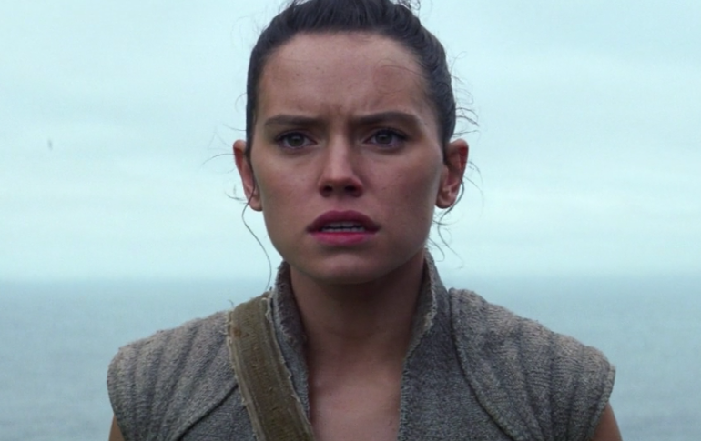 """There's something unsettling about Rey in the """"Star Wars: The Last Jedi"""" image, and now we're so worried about her"""