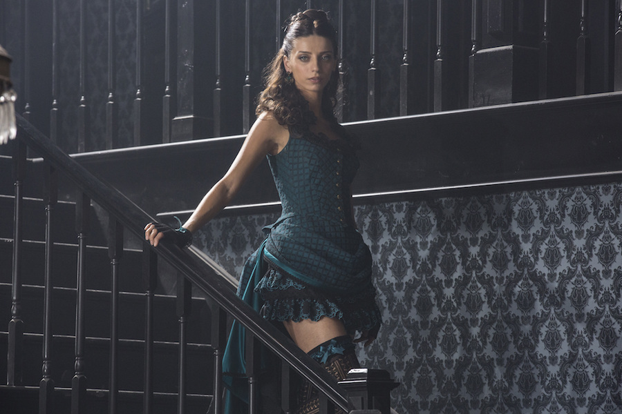 """Westworld"" star Angela Sarafyan shuts down the red carpet in a stunning ~sheer~ gown"