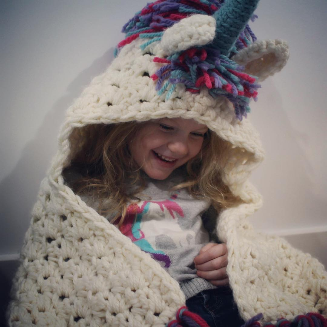 Knitting Pattern For Unicorn Blanket : The internet has fallen in love with this DIY unicorn blanket