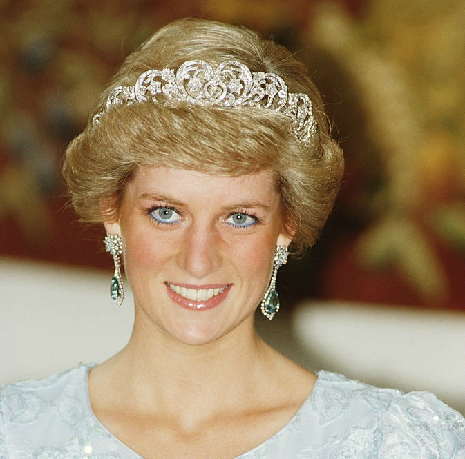 Prepare to shed a tear: This is why Princess Diana was the first royal to stop wearing gloves